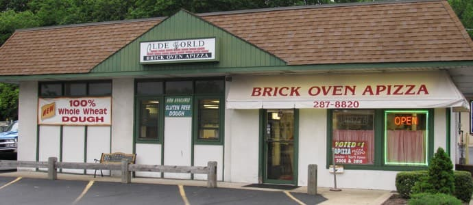 The exterior of Olde World Brick Oven Apizza in North Haven, CT